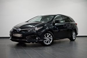 toyota-auris-touring-sports-1.8-hsd-active